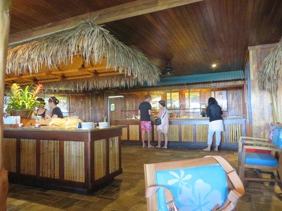 Duke's Waikiki : 店内のビュッフェコーナー