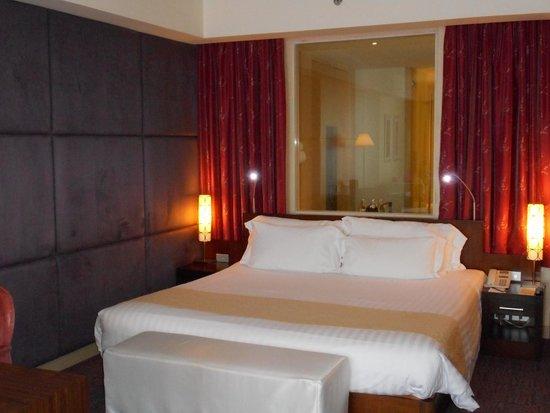 Centara Grand at CentralWorld : Bed