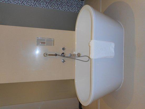 Centara Grand at CentralWorld : Bathroom