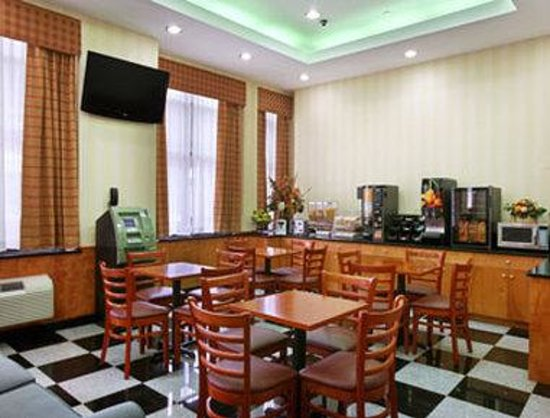 Ramada Long Island City: Breakfast Area