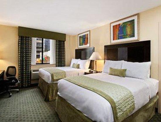 Ramada Long Island City: Standard Two Queen Bedroom