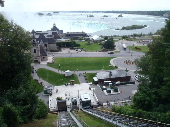 Niagara Falls Marriott Fallsview Hotel & Spa: Tram down the hill across the road