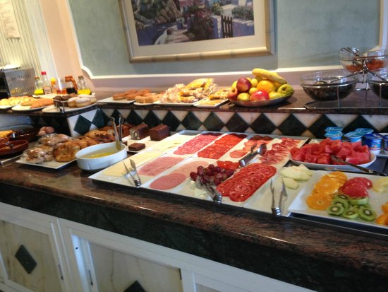 Hotel Nerja Princ: this is only part of the delicious breakfast