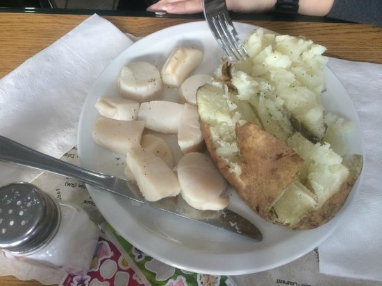 Weymouth, Canada: Steamed Scallops, Baked Potatoes
