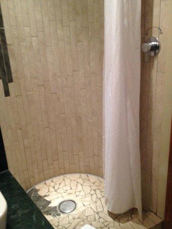 Osprey Hotel & Spa : shower