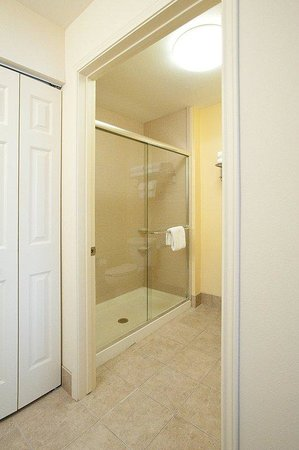 Staybridge Suites West Fort Worth: Two Bedroom Suite King Bathroom
