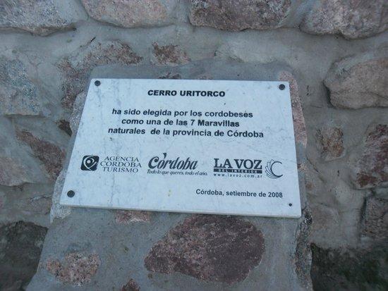 Cerro Uritorco: PLACA RECORDATORIA DE LAS 7 MARAVILLAS DE CORDOBA