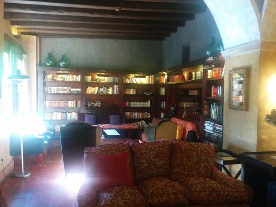 Hotel Mas la Boella: Sala de estar