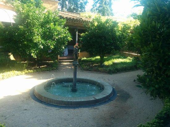 Hotel Mas la Boella: Jardin