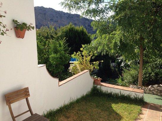 Casitas de la Sierra: Vista desde la casita Rosa hacia la zona de piscina