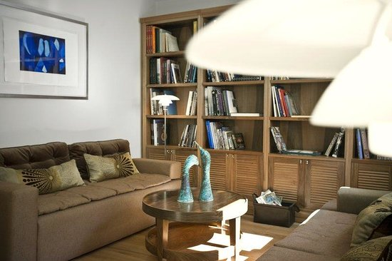 Tomtom Suites: The Library