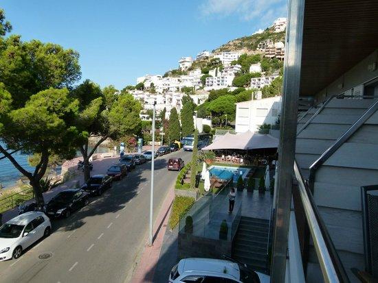 Canyelles Platja : Vue de la chambre vers la piscine