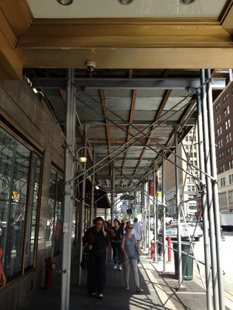 Wyndham New Yorker Hotel: Scaffolding outside hotel