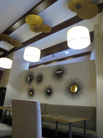 El Mudayyan: внутри кафе