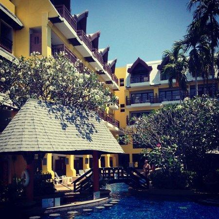 Woraburi Phuket Resort & Spa : Garden and Pool View