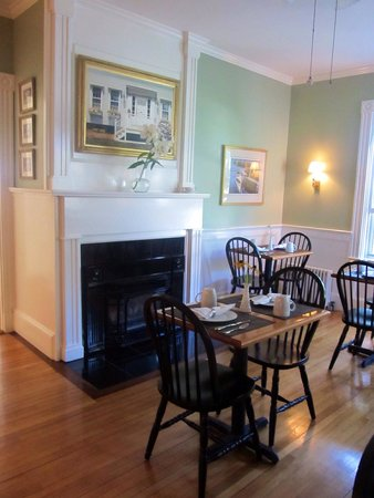 Brass Lantern Inn : Dining area