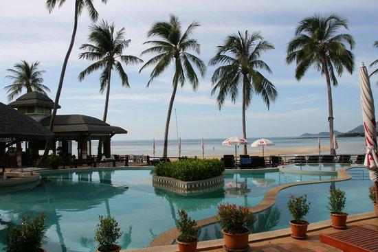 Chaba Cabana Beach Resort : Zwembad 's morgens vroeg