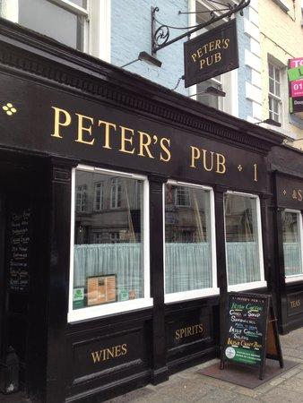 Peter's Pub: Fuori