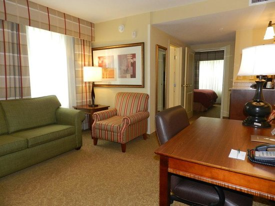 Country Inn & Suites By Carlson, Braselton: King Suite Corner Living Room