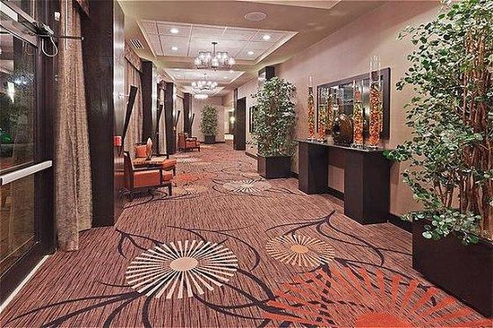 Holiday Inn Hotel & Suites Tulsa South: Pre-function Area