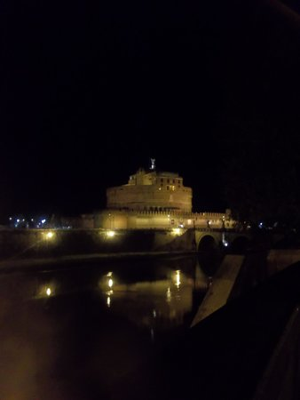 Castillo de Sant'Angelo: nighttime view of the castel