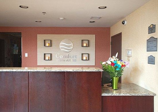 Comfort Inn & Suites Ozone Park: Welcome Wall