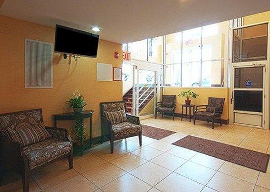 Comfort Inn & Suites Ozone Park: Lobby