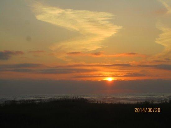 Moonstone Beach Motel: Sunset at Moonstone