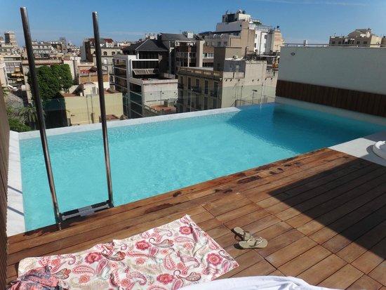 Condes De Barcelona: Roof top pool area