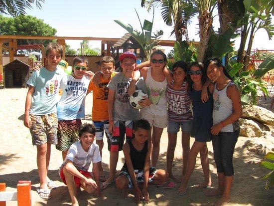 L'Oasi Di Selinunte - Club Marmara Sicilia : les enfants se sont regroupés spontanément par tranche d'âge