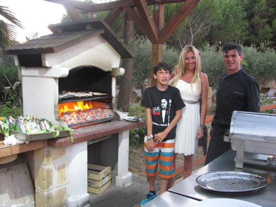 L'Oasi Di Selinunte - Club Marmara Sicilia : barbecue tous les soirs
