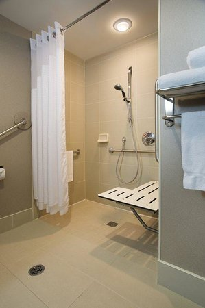 Holiday Inn Express & Suites Ottawa West - Nepean: Wheelchair Accessible