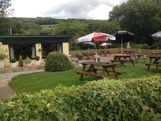 The Farmers Boy Inn: pub garden