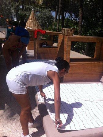 Royal Palm South Beach Miami, A Tribute Portfolio Resort: Отличное обслуживание у бассейна