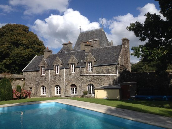 Chateau Quelennec Maison D'hote : The swimming pool