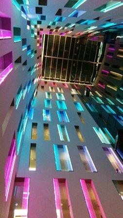 Ayre Hotel Rosellon: vista dalla hall dell'hotel