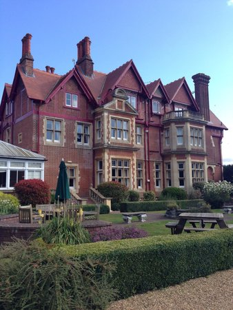 Pendley Manor Hotel: Back of the Manor
