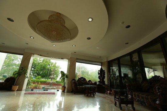 Hotel Taj Resorts: Hall de l'hôtel Taj Resorts Agra
