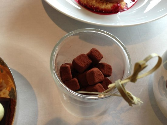 Le Jules Verne: chocolate marshmallows