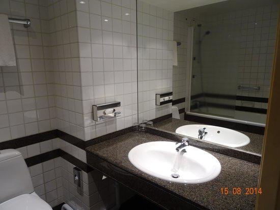Scandic Triangeln: La salle de bains