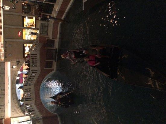 The Venetian Las Vegas: Gondolier Ride