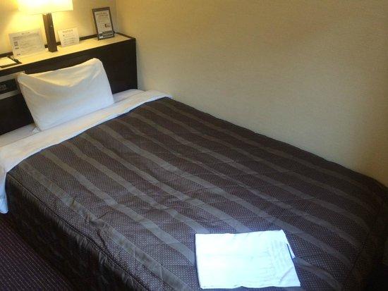 Meitetsu Inn Nagoya Nishiki : ベッド、寝間着あり