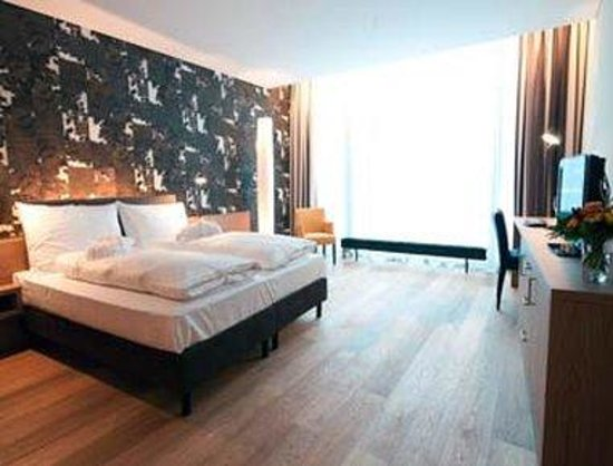 Holiday Inn Schindellegi - Zurichsee: Guest Room