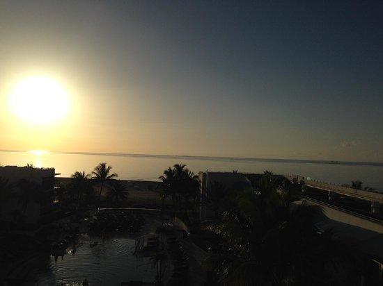 The Ritz-Carlton, South Beach: オーシャンフロントルームからの眺め
