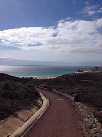 Ambar Beach Resort & Spa: Strada per il mare