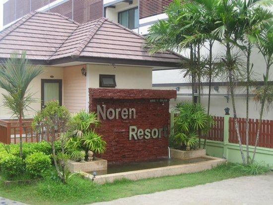 Ingresso del noren resort (si vedono in bungalow)