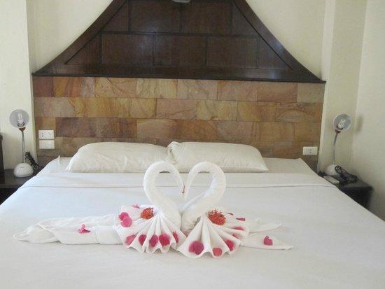 Noren Resort: Letto nel bungalow