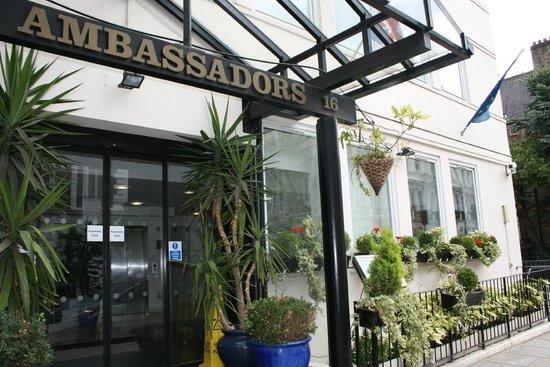 Ambassadors Hotel: Entrada