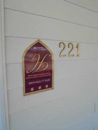 Hotel La Normandie: Upside down sign !!!