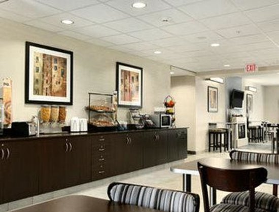 Microtel Inn & Suites by Wyndham Geneva: Breakfast Area